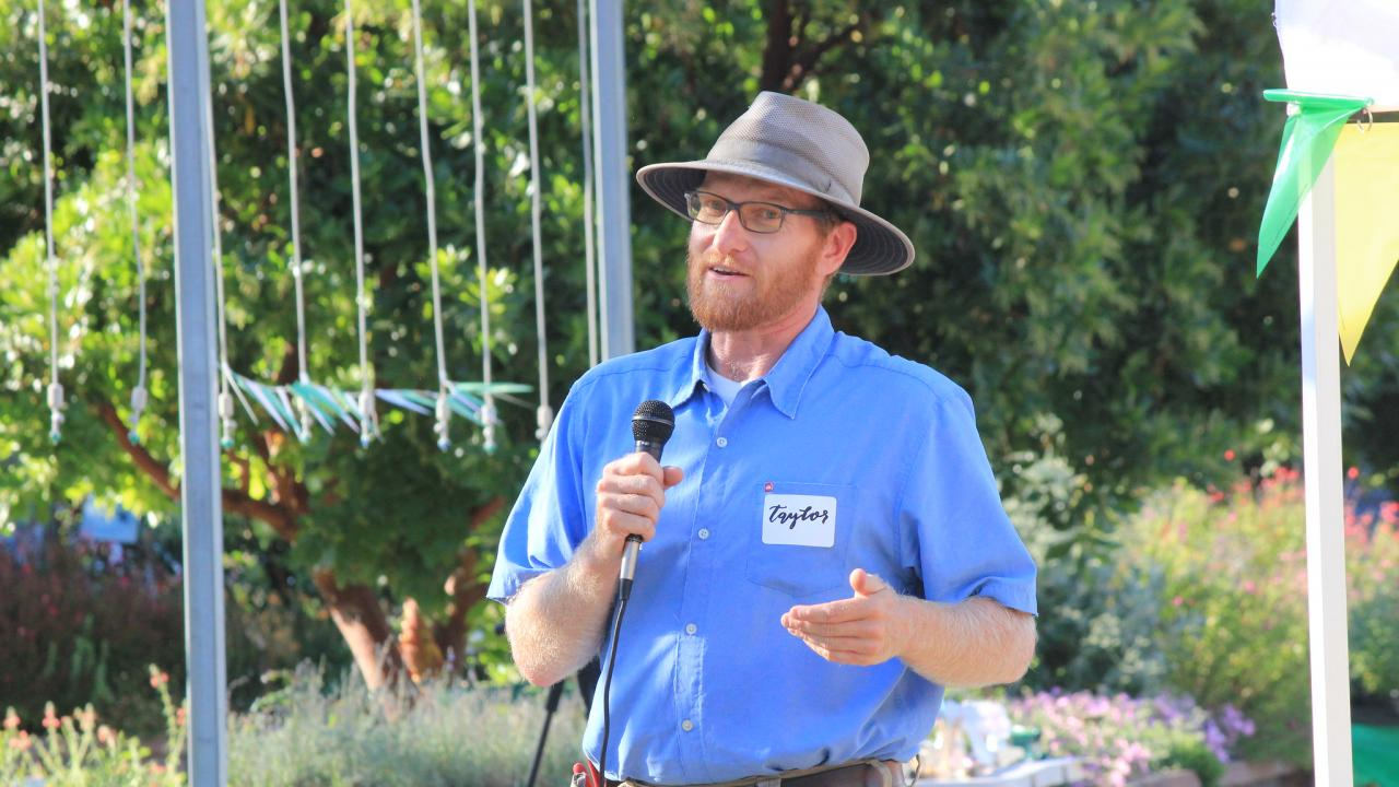 Taylor Lewis, Nursery Manager at the UC Davis Arboretum and Public Garden, talks to a crowd